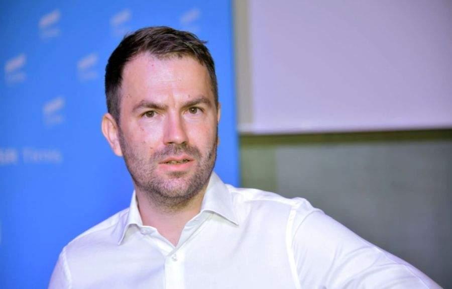 Cel mai sexy ministru! Toate româncele sunt moarte după Drulă