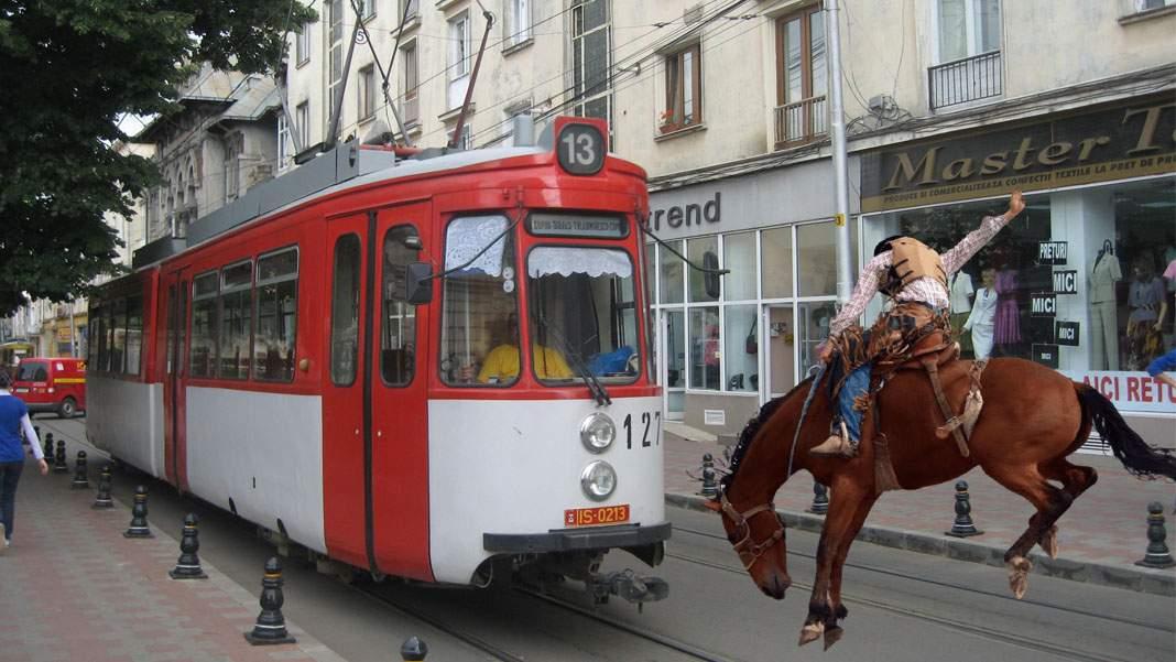 Cowboy din Iaşi, angajat să prindă cu lasoul tramvaiele care rămân fără frâne