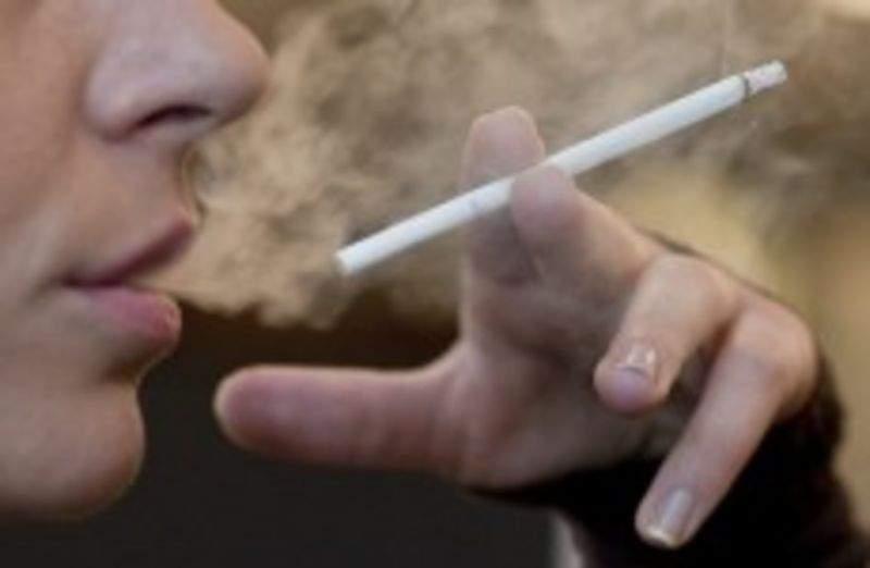 UE interzice țigările slim, ca să nu mai arătăm ca niște fătălăi