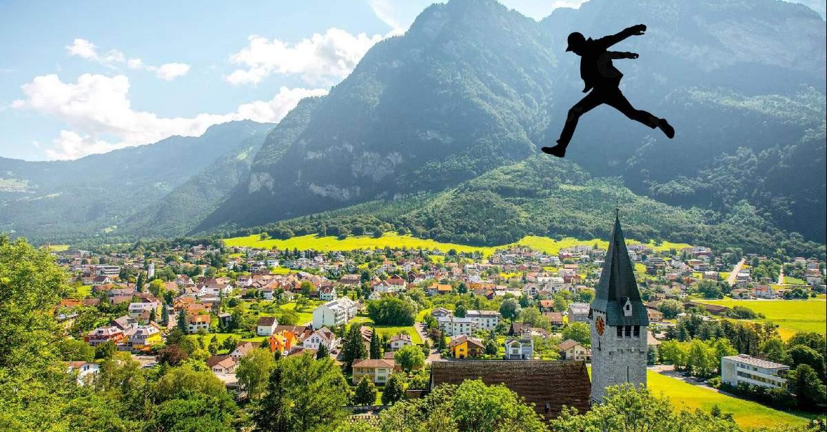 După ce i s-a interzis accesul în Liechtenstein, un turist a sărit peste el