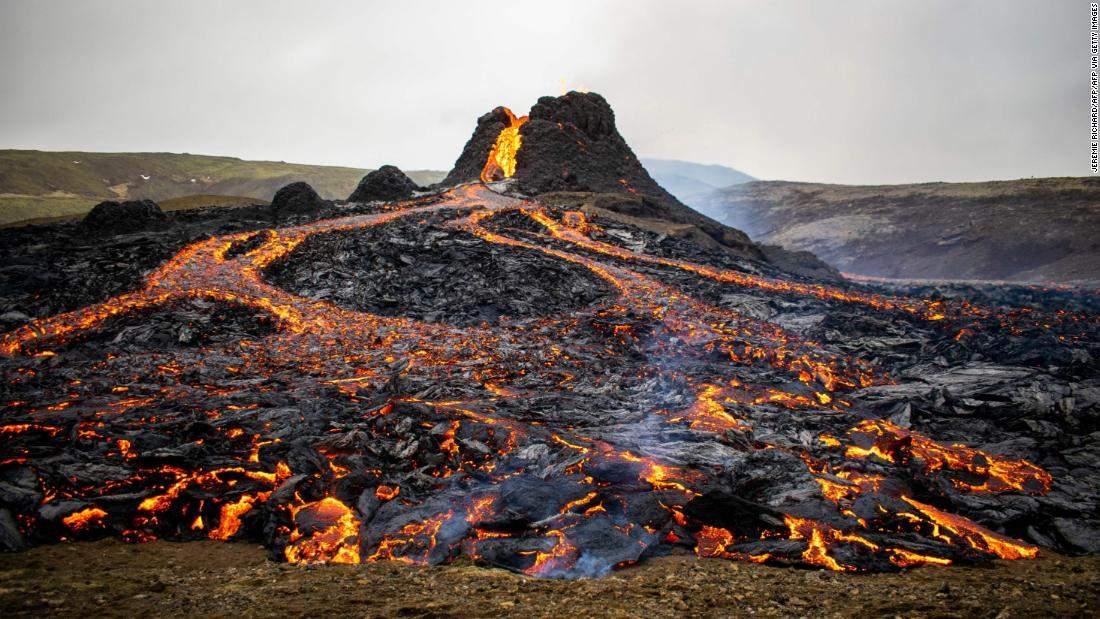 """Vulcanul din Islanda își dezvăluie secretul: """"În fiecare dimineață fac o lavă"""""""