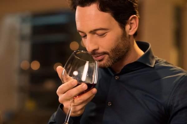 Studiu! Fanii vinului, mult mai buni la mirosit bășini decât fanii berii