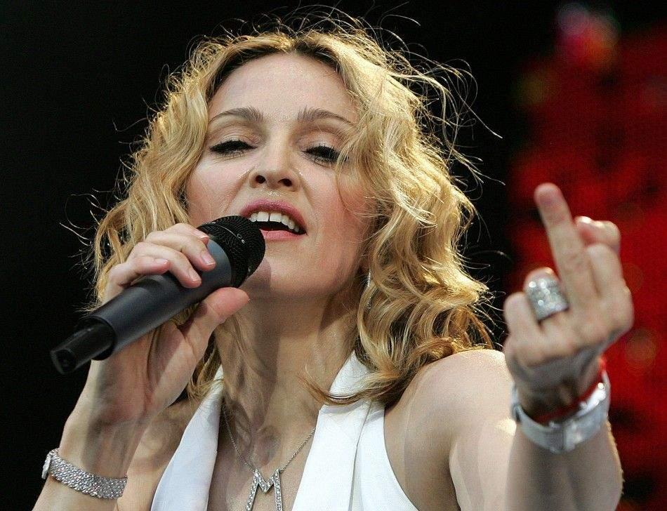 """Madonna, jignită grav de un român: """"Arăți mai bătrână decât Loredana!"""""""