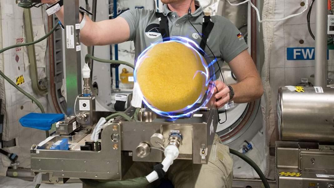 Românul de pe stația spațială a obținut prima mămăligă cu zero cocoloașe