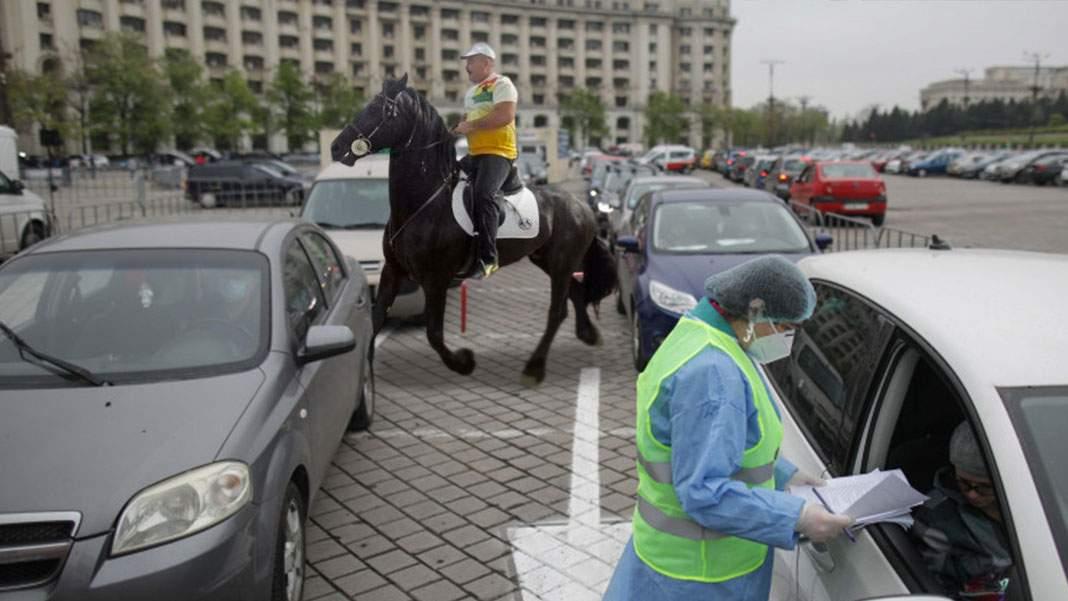 Nuțu Cămătaru acuză că n-a fost vaccinat pentru că a venit călare și nu în mașină