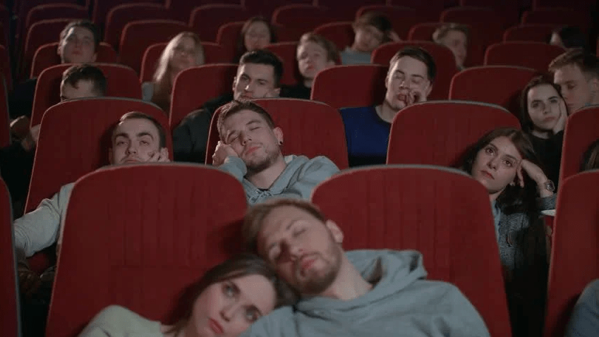 Românii vaccinaţi, obligaţi de stat să meargă zilnic la teatru