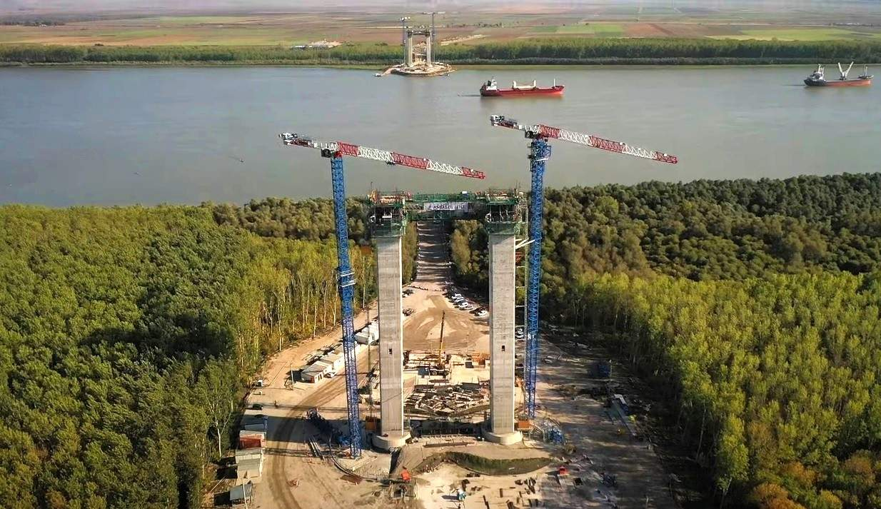 Brăilenii aduc moldoveni din Galați ca să tragă sârma la podul peste Dunăre