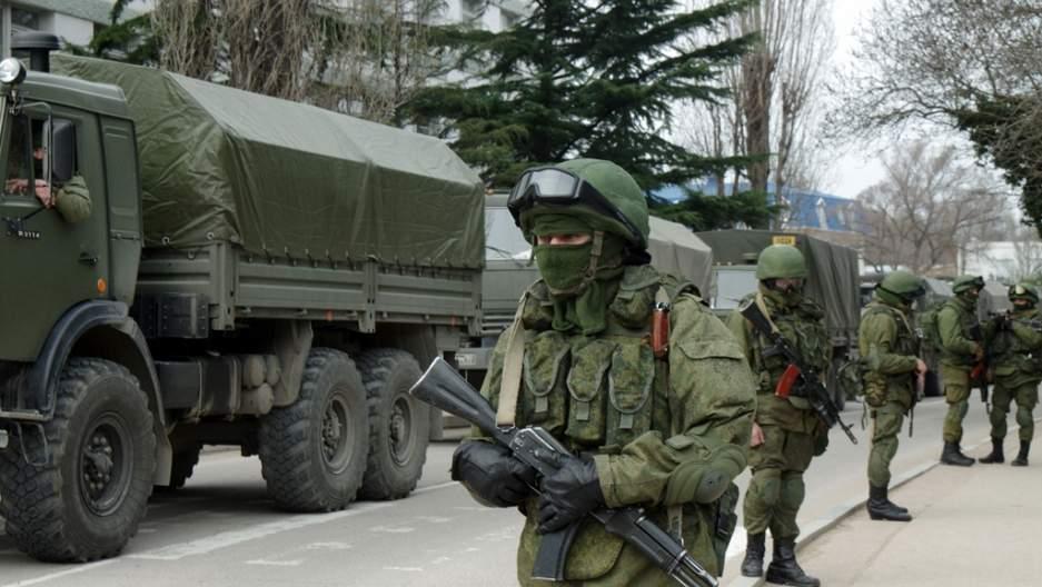 Un rus a dat mingea peste gard până în Ucraina. 40.000 de soldaţi, trimişi după ea