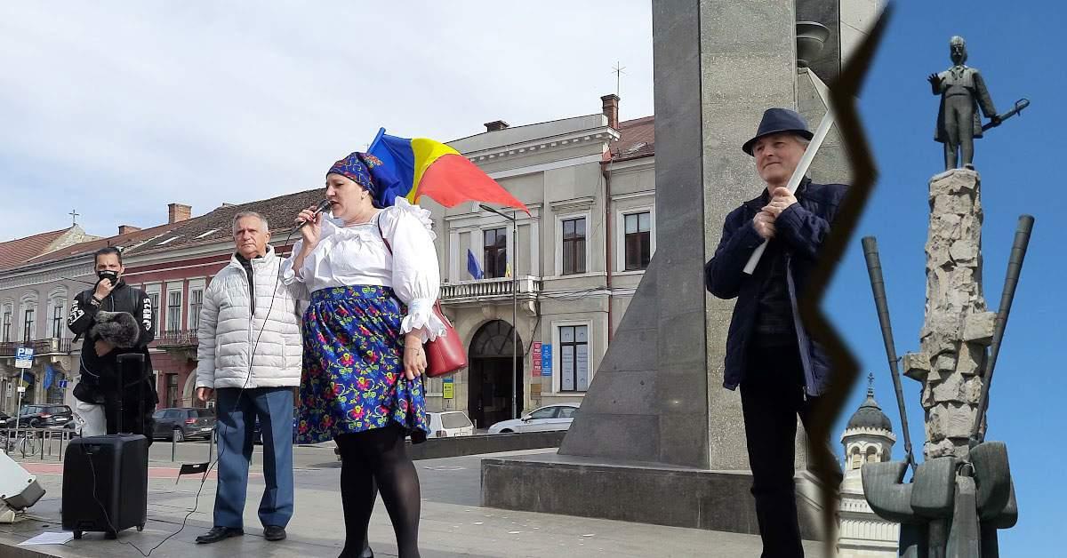 De când a venit Șoșoacă la Cluj, statuia lui Avram Iancu nu mai pare atât de urâtă