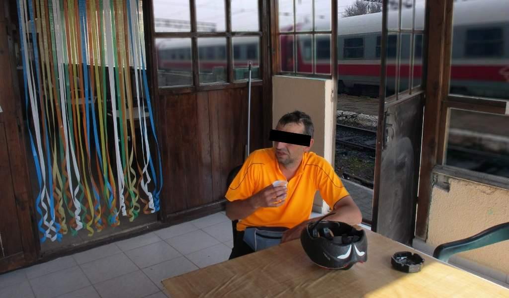 Tren întârziat 14 ore după ce conductorul a coborât să bea ceva în gara din Dej