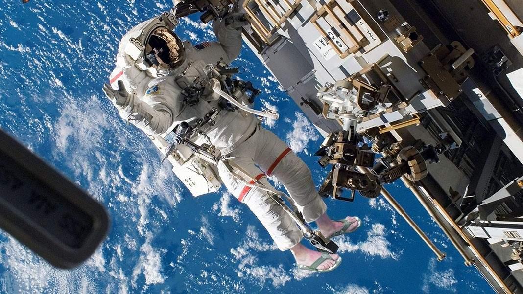 Românul de pe Stația Spațială, degerături grave după ce a ieșit în spațiu în șlapi