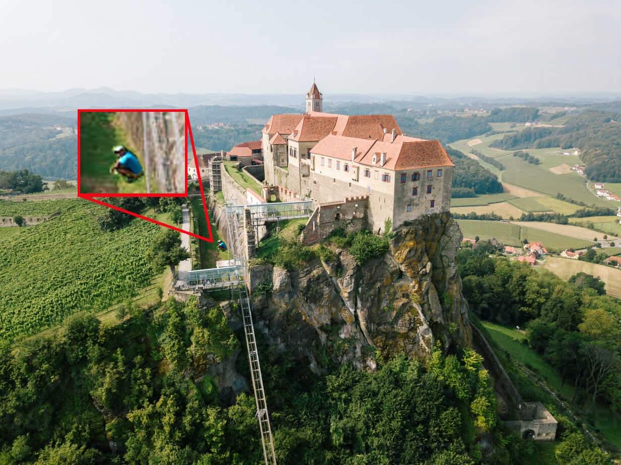 Respect! Un român s-a căcat lângă zidul castelului prințului de Liechtenstein
