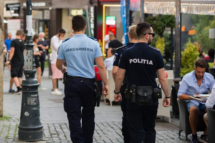 Bătăi de stradă în Centrul Vechi între suporterii Elveției și doi șobolani
