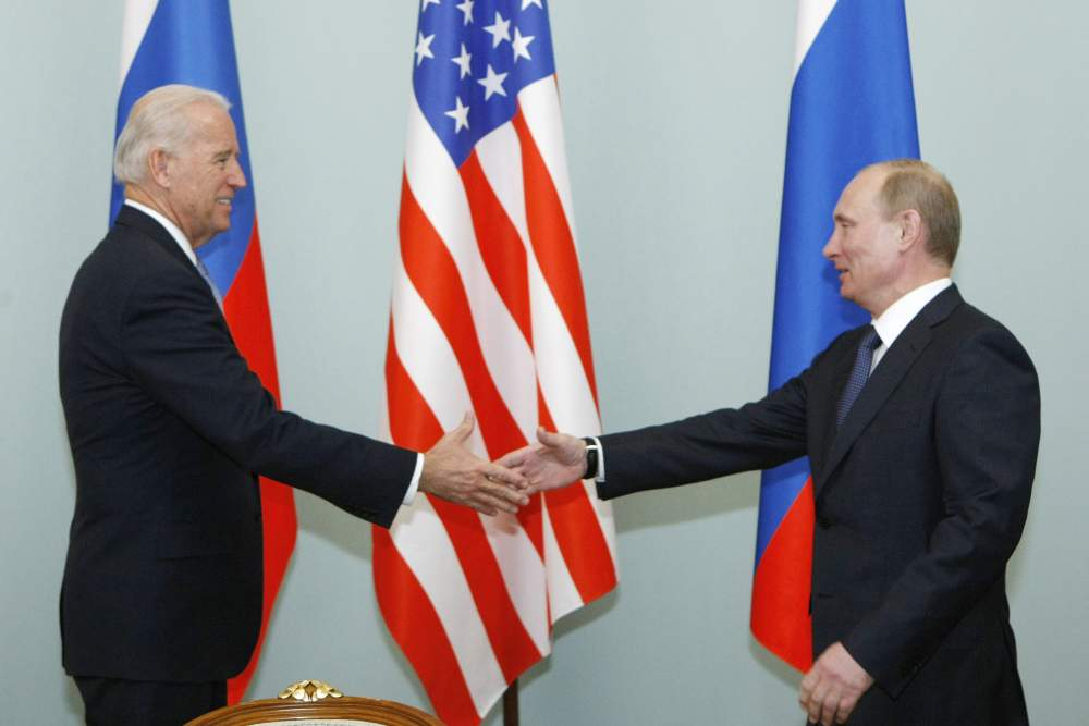 Putin și Biden, găsiți morți după ce s-au întâlnit la un ceai