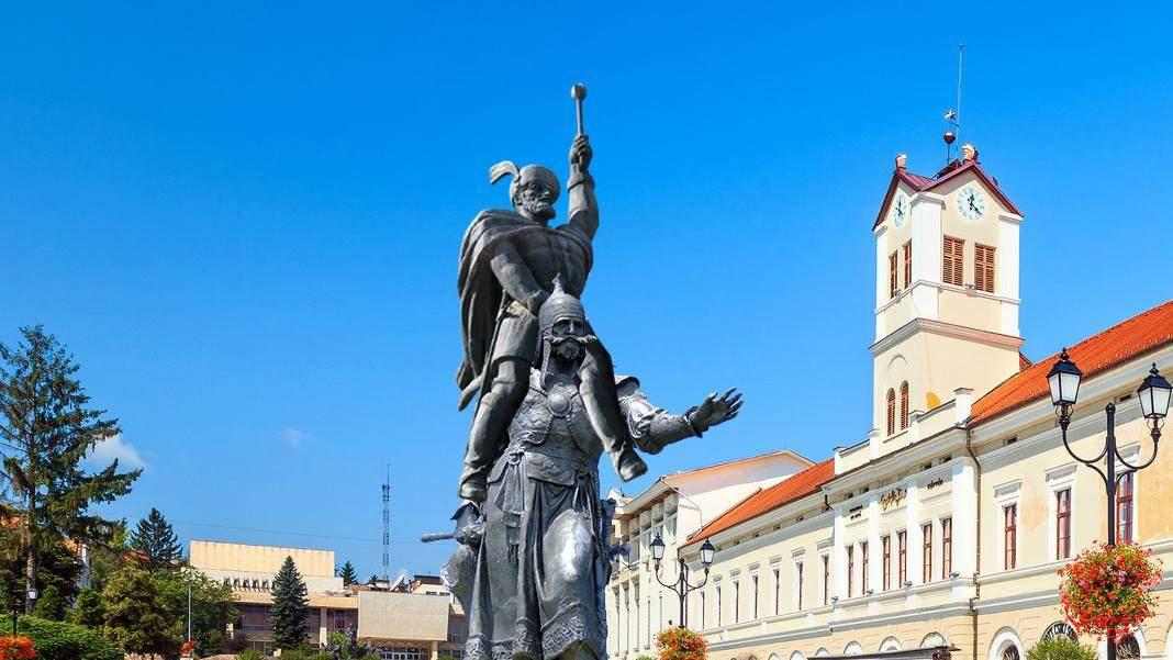 Scandalos! A fost vandalizată și statuia lui Mihai Viteazu călare pe un ungur