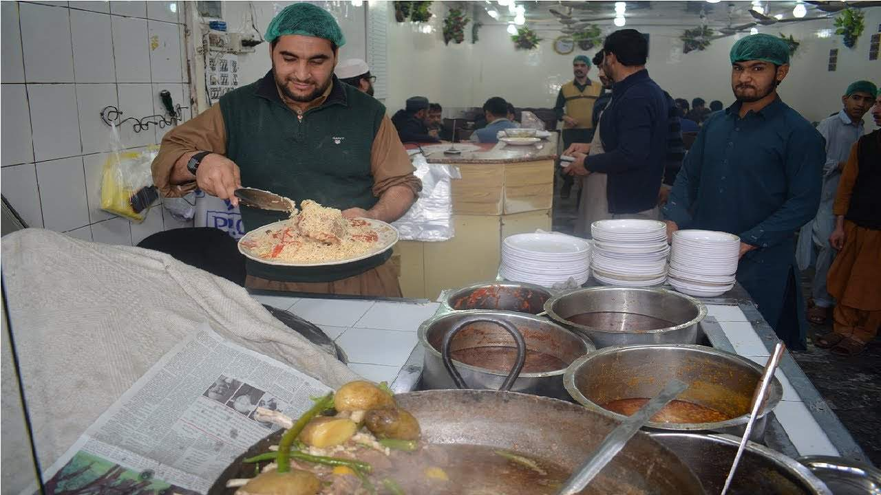 Într-un restaurant din Sinaia te simți ca la Kabul, ca servire și ospitalitate