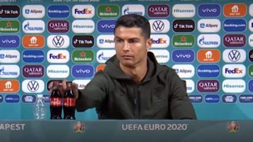 UEFA nu mai riscă. Sticlele de Coca-Cola vor fi lipite de masă cu super glue