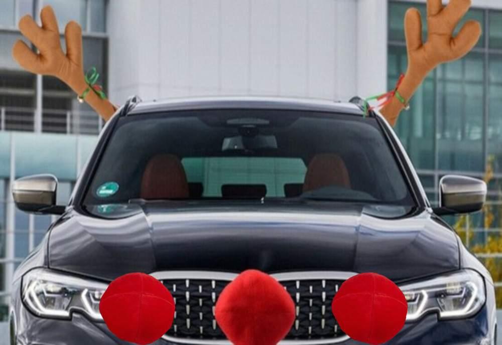 Românii pun nasurile de ren înapoi pe maşini, în caz de carambol pe autostradă