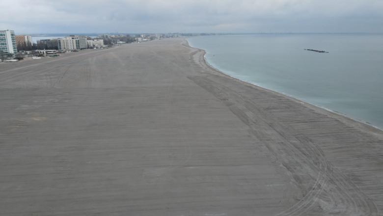 La muncă, români! Aveți de îngropat chiștoace și coceni pe ditamai plaja Mamaia