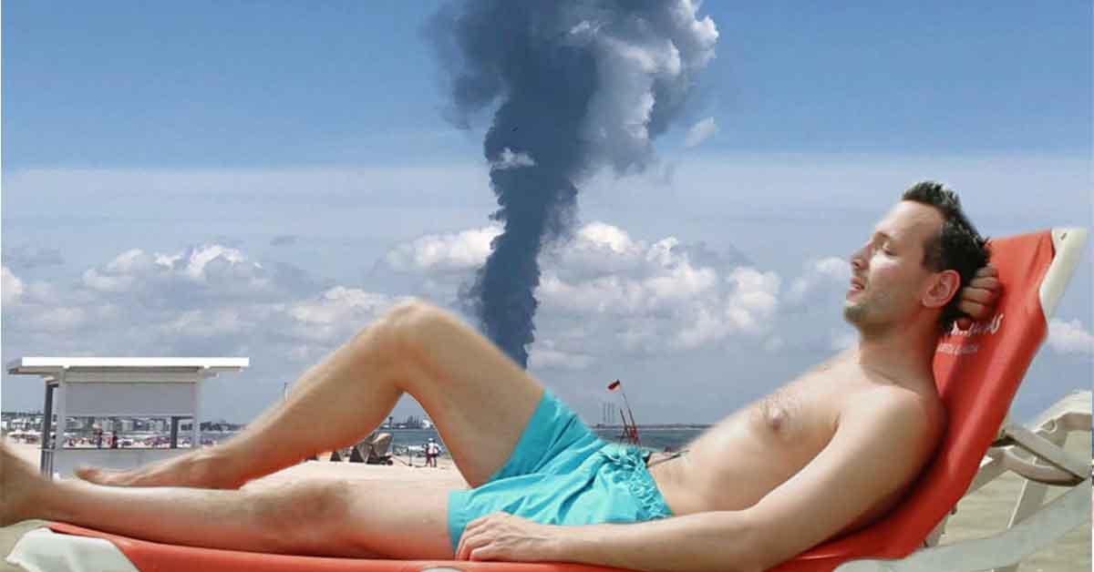 Explozie la Petromidia! Un turist nu vrea să plece, că a plătit șezlongul toată ziua
