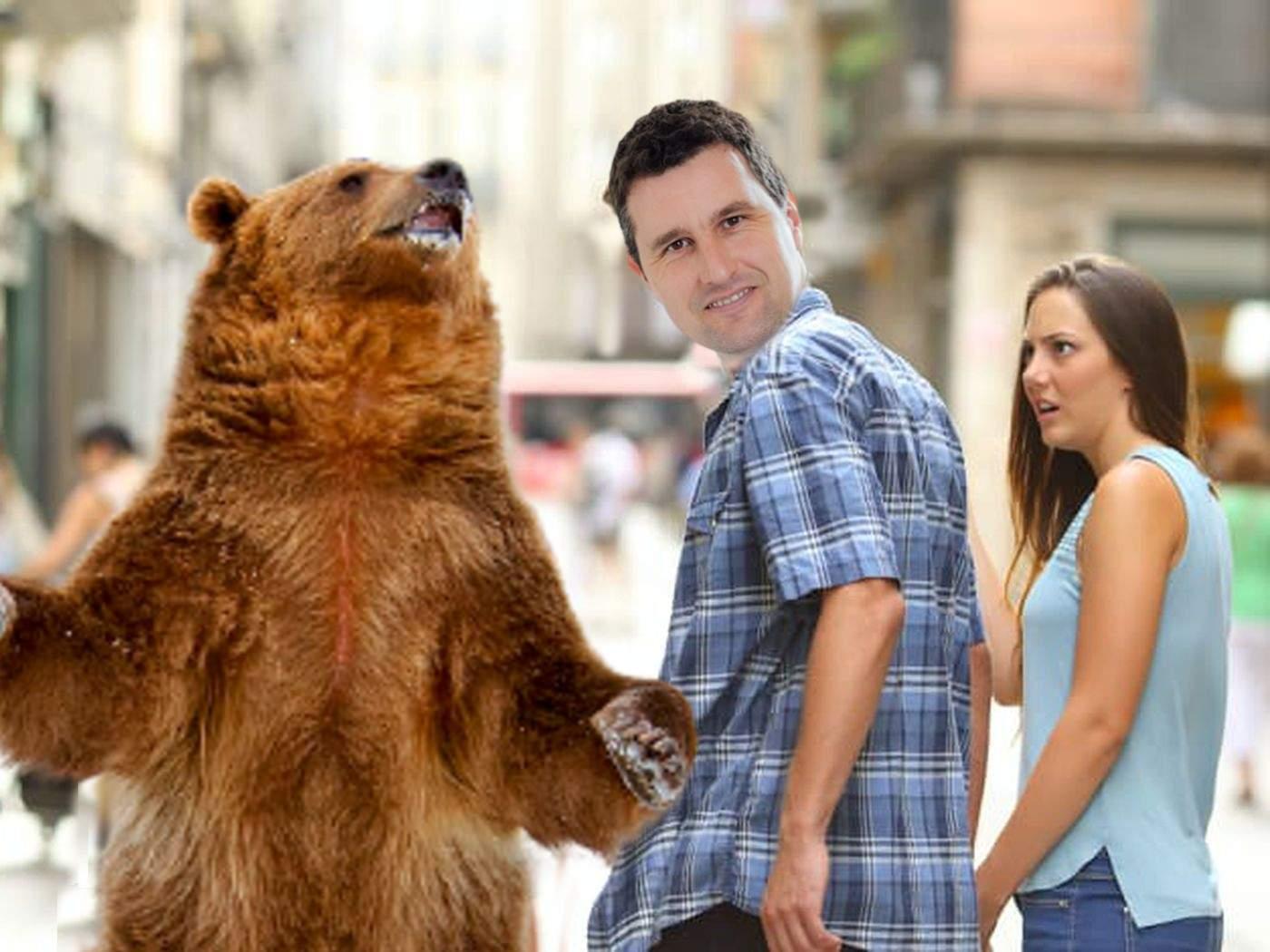 Soția lui Tanczos Barna se plânge că soțul ei se întâlnește cam des cu ursul