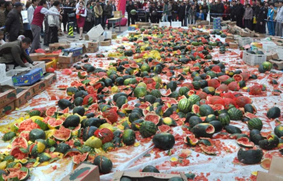 Pepenii din Grecia și cei din Turcia s-au luat la bătaie într-o piață din Capitală