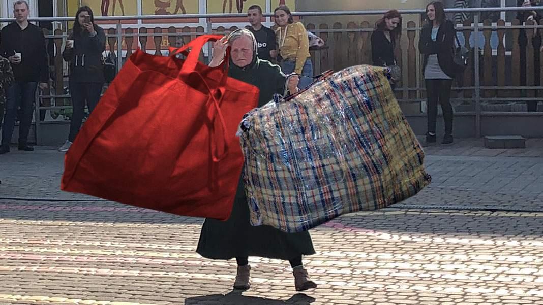 Ce Olimpiadă? O bătrânică a ridicat 2 sacoșe de câte 180 kg la Piața Gemeni!