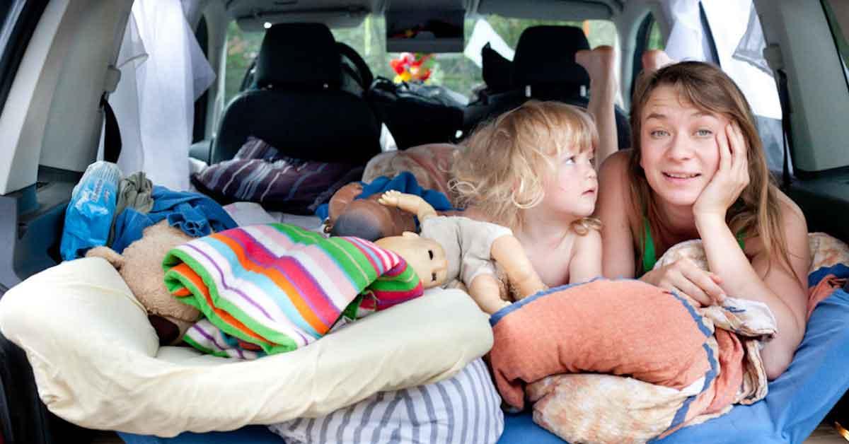 Low cost în Mamaia. Cu doar 500 lei/noapte dormi în mașină în parcarea hotelului