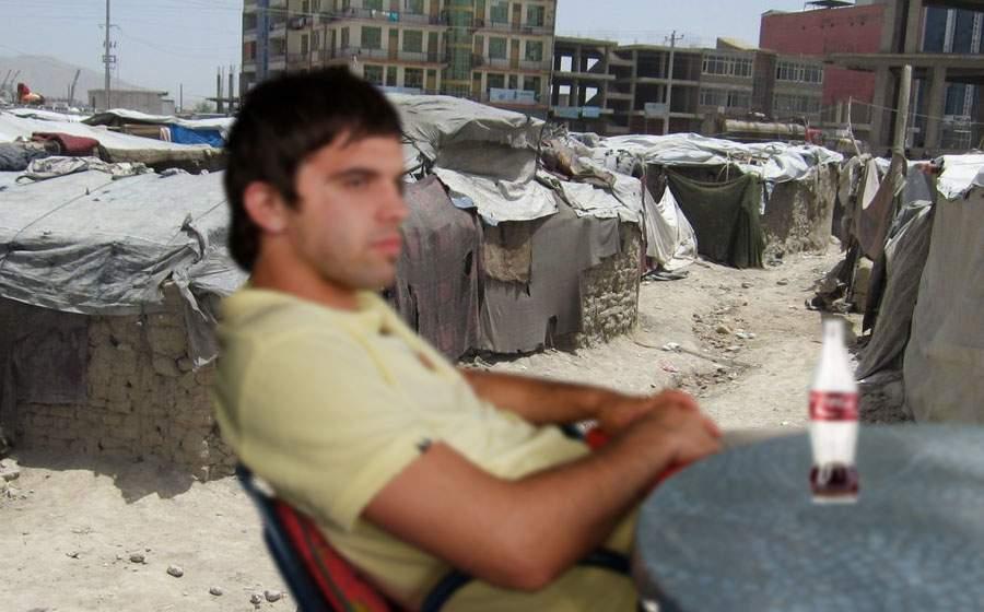 Un român refuză să plece din Kabul că încă trage de o cola la o terasă