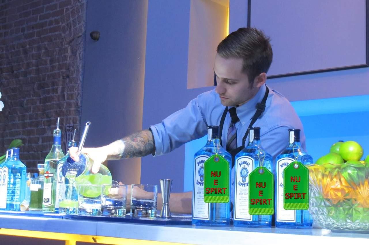 Producătorii ginului Bombay Sapphire, obligaţi să scrie pe sticle NU E SPIRT