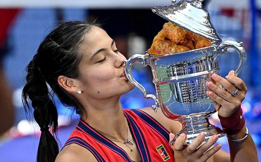 Chiar e româncă! Emma Răducanu a făcut sarmale în trofeul de la US Open