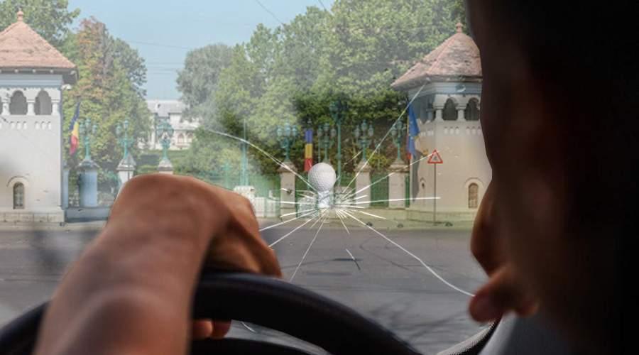 Teroare în Cotroceni! Sute de parbrize sparte de Iohannis cu mingile de golf