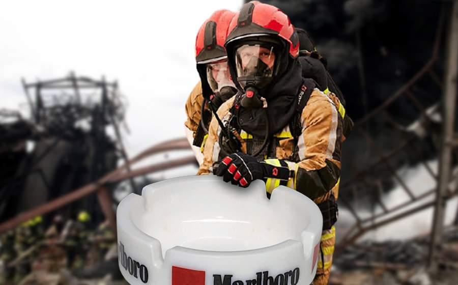 Incendiu la un depozit de țigări. Pompierii intervin cu o scrumieră uriașă și le sting pe rând