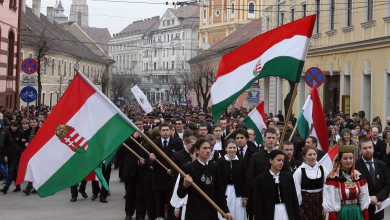 Clujenii alungă ungurii din oraș, să facă loc pentru turiștii care vin la Untold