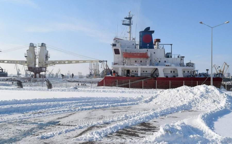Portul Constanţa, închis din cauza vântului puternic care troieneşte cocaina