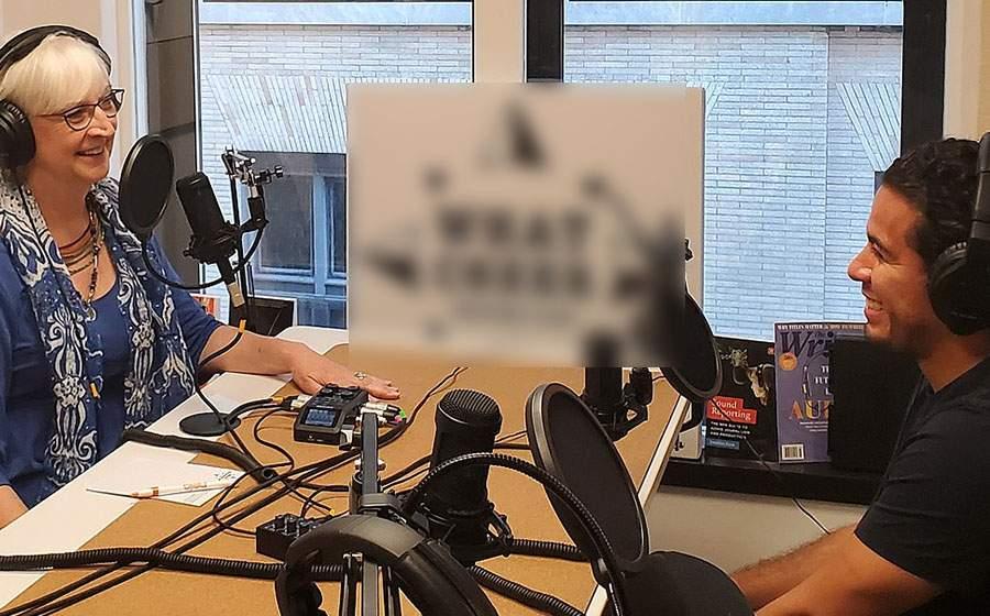 Românii care nu au propriul podcast vor primi vouchere ca să-şi ia microfoane
