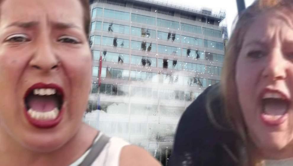 Mii de geamuri sparte după ce Floricica Dansatoarea și Șoșoacă au urlat una la alta